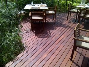Buzon Pedestals and Massaranduba Hardwood Decking in Outdoor Dining Application