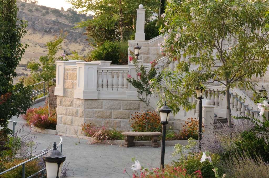 Stone Drainage Pavers Offer Function and Beauty - HDG