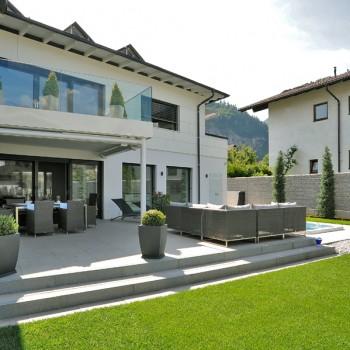 HDG Fondali Porcelain Tile in Raised Terrace Application