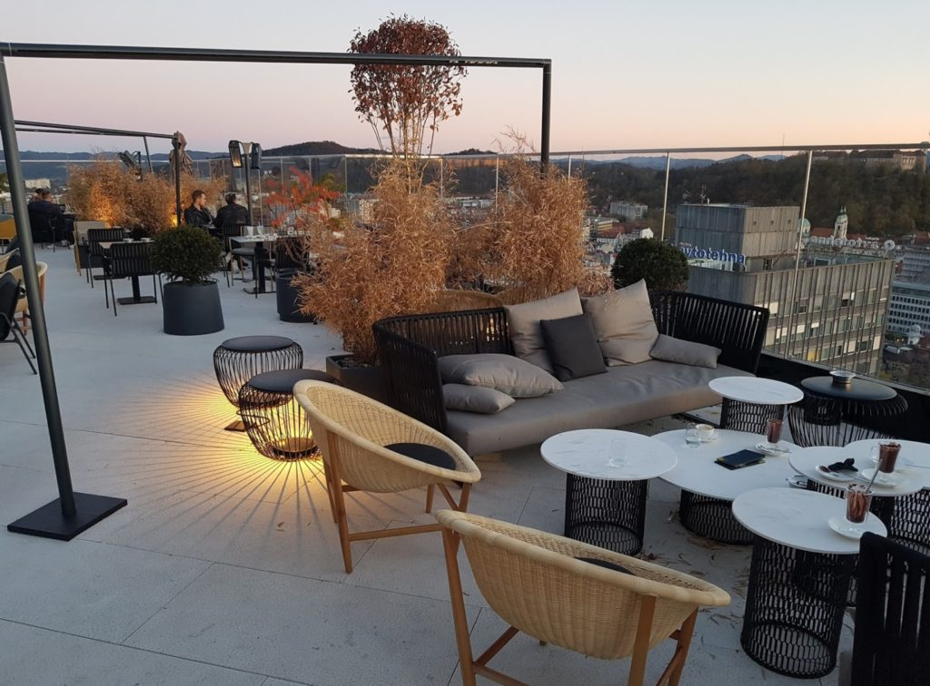 Rooftop Deck with Buzon Pedestals and Porcelain Pavers - HDG Building Materials