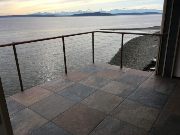 Rooftop deck with Buzon Pedestals and HDG Pietra Jamba Slate Porcelain Pavers